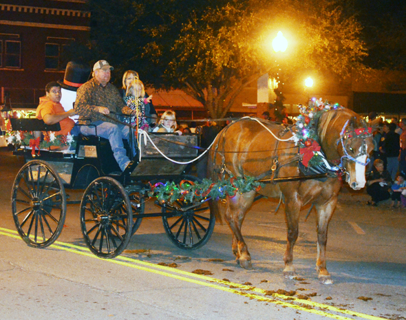 The annual Clay County Christmas, featuring an illuminated parade and lighting of the courthouse and businesses on the square, is set for Saturday.